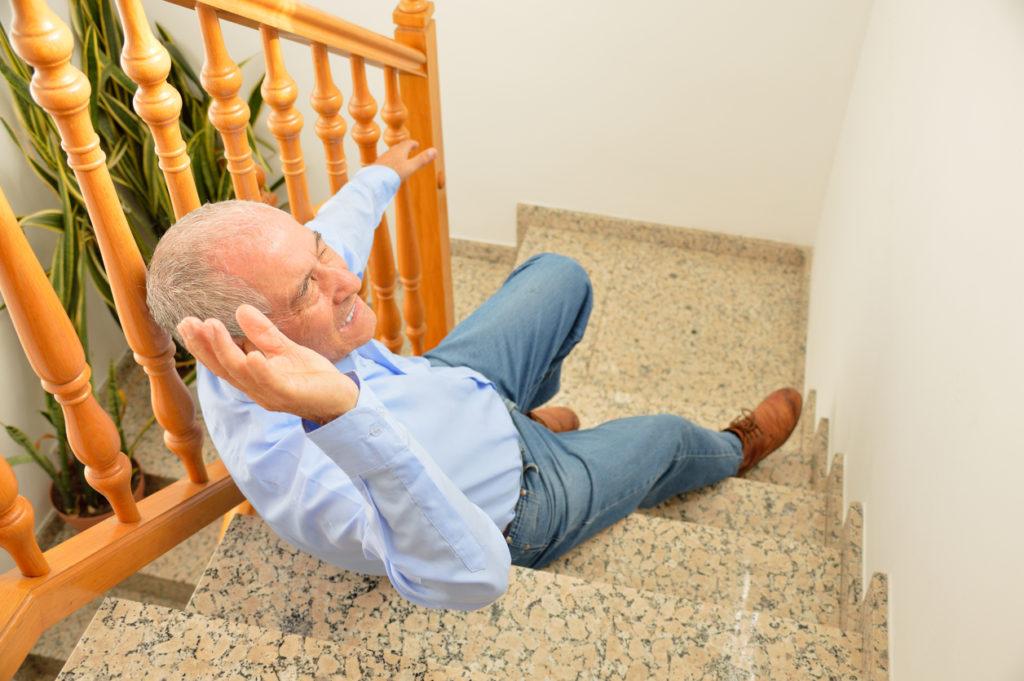 高齢者の転倒が寿命を縮める理由&予防に効果的なたった一つの方法