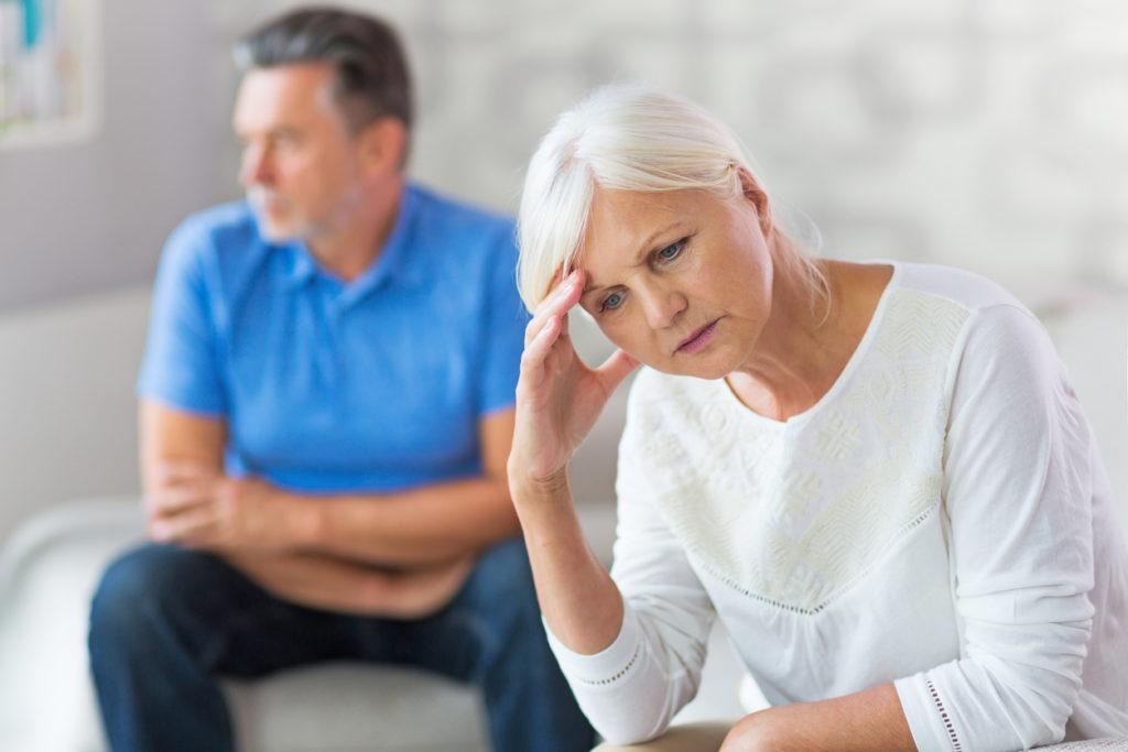 70歳過ぎて浮気を異常に心配?「嫉妬妄想」は認知症状の一つです