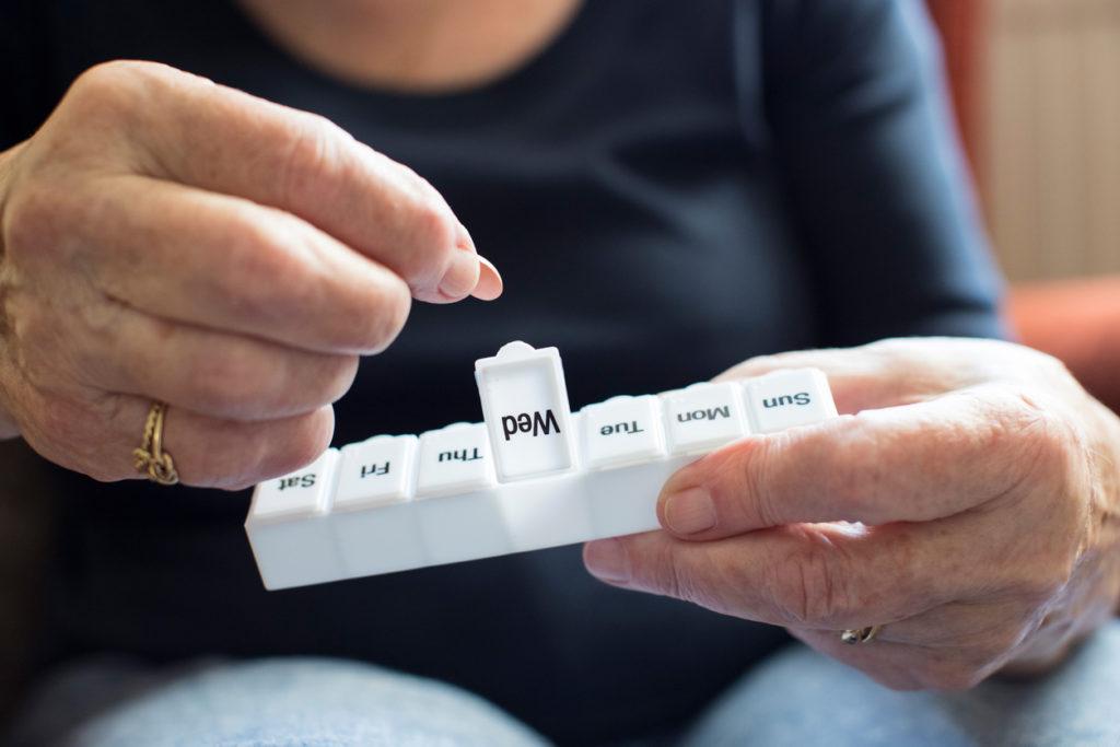 服薬管理・専門医が断言「薬の飲み忘れは認知症の初期症状」対応策は