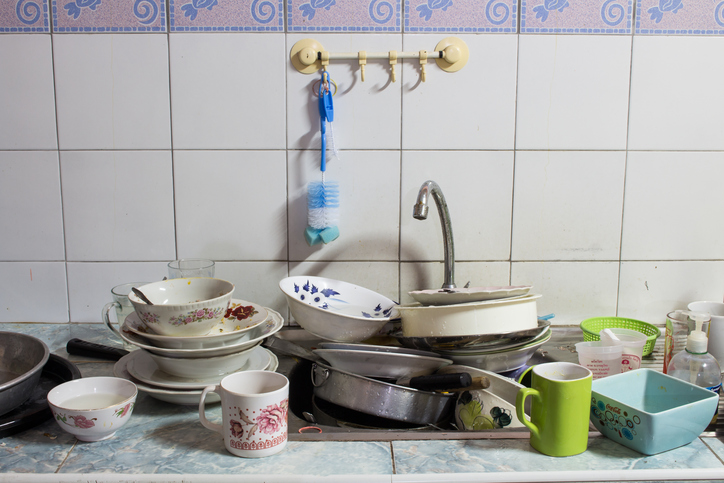 Dirty sink The dishes are not clean
