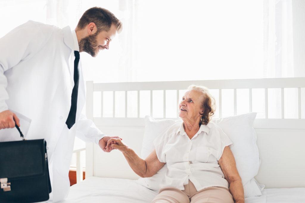 5万件の訪問診療医師が解説、訪問歯科の勧めと導入のメリットとは