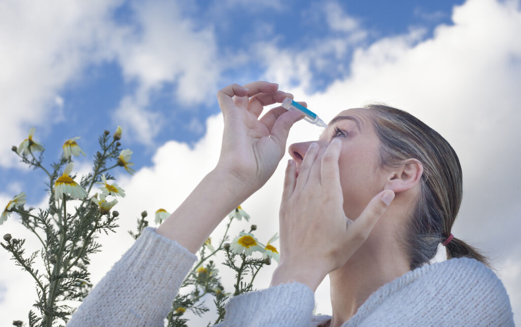 コンタクトレンズに使える花粉症点眼薬は一つだけ!【医師が解説】