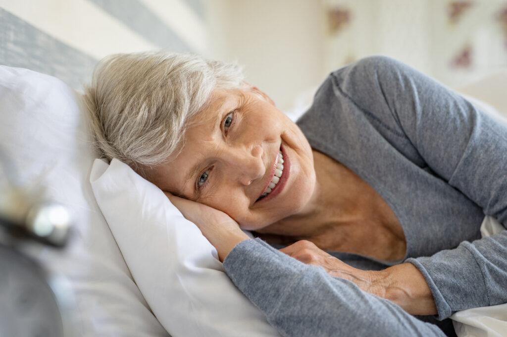 【研究解説】睡眠が脳を清掃!認知症と睡眠の関連を専門医が解説