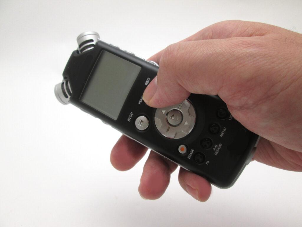 「テープ回してる?」認知症専門医がボイスレコーダーを持ち歩く理由