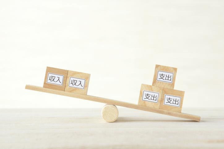 Income and outcome balances concepts