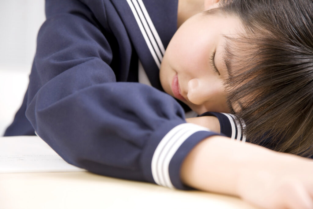 Sleep female junior high school students