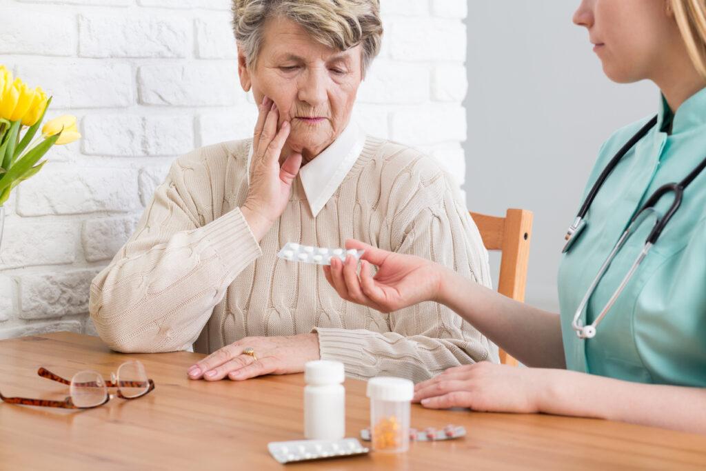 抗認知症薬の副作用とは・認知症専門医が対策を含めて徹底解説!