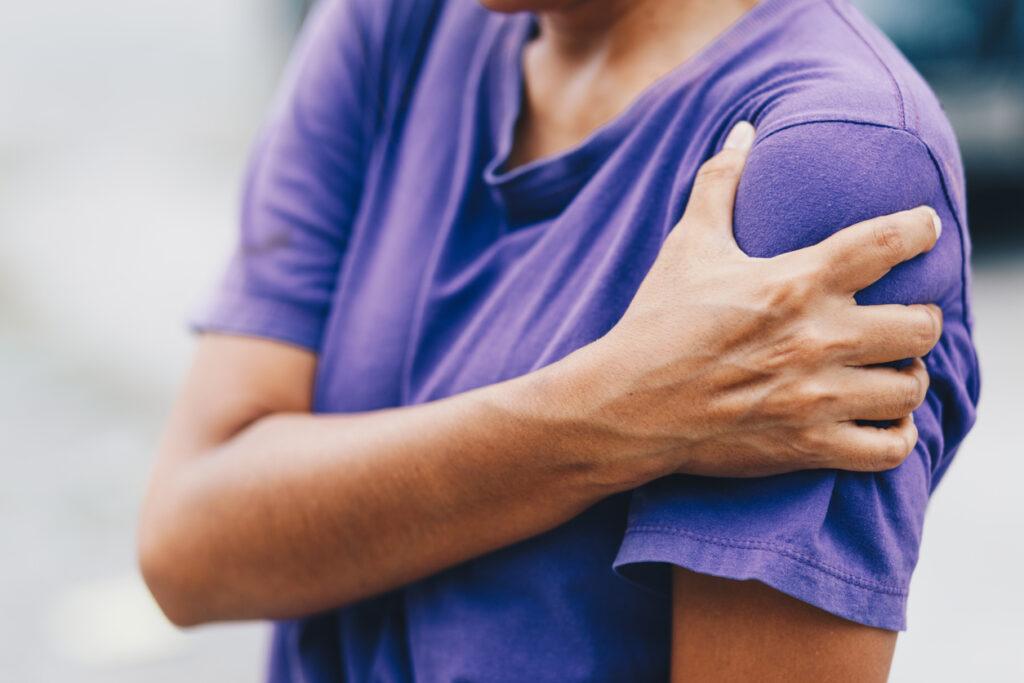 手のしびれに痛みも伴ったら、パンコースト腫瘍の可能性も考慮して鑑別に