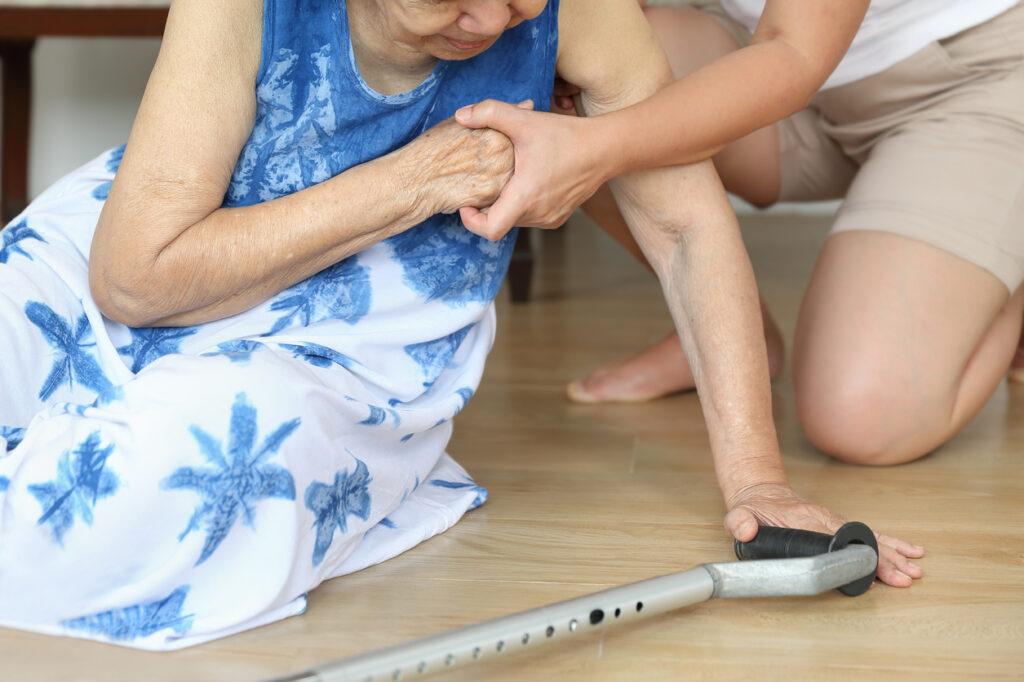 高齢者の低血糖発作に注意!認知症や脳血管障害、さらには命のリスクも