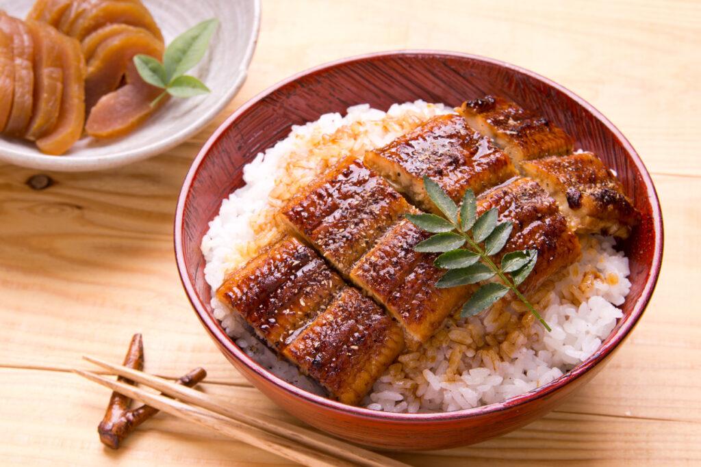 鰻丼とおにぎり、血糖値を上げやすいのはどっち?・・血糖値スパイクドクターの提言⑦