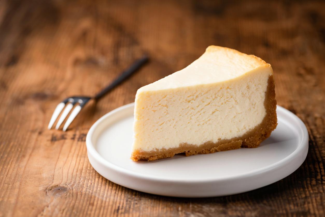 Cheesecake slice, New York style classical cheese cake
