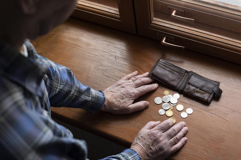 虎の子の退職金を手にして、金融機関に騙されない方法【FP資格の医師が解説】