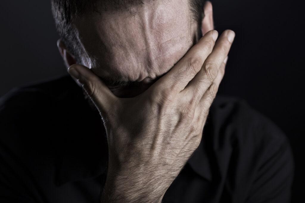 薬も効かない仕事もできない激烈な症状を呈する「群発頭痛」について専門医が解説