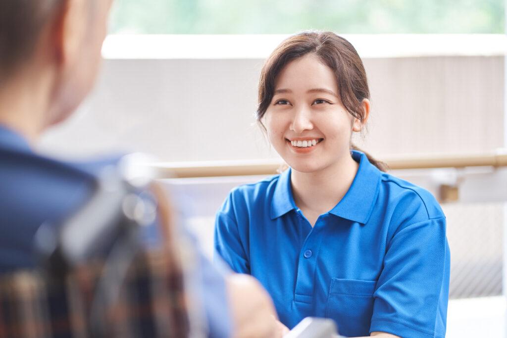 介護職の給与はなぜ低い?介護事業特有の理由を解説