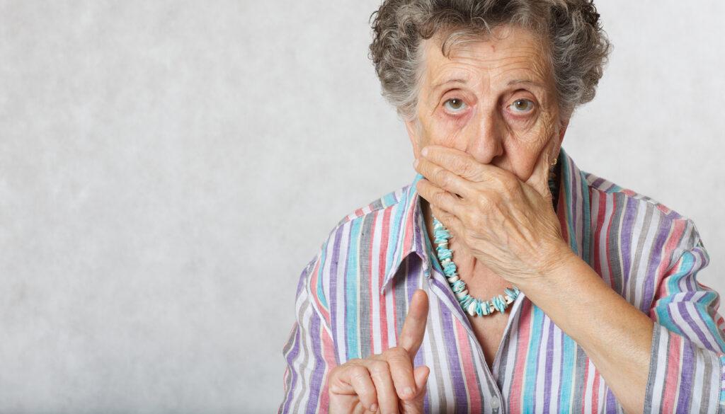 高齢者に多い「お口をモグモグ」は何科?…口唇ジスキネジアについて専門医が解説