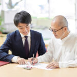 Elderly people who consult with the professionals about inheritance and wills