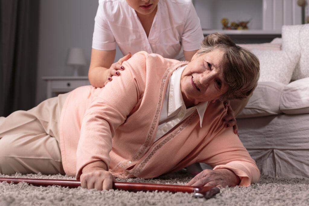 老年病学会も提言・高齢者の転倒は事故でない・・安易に訴えないで